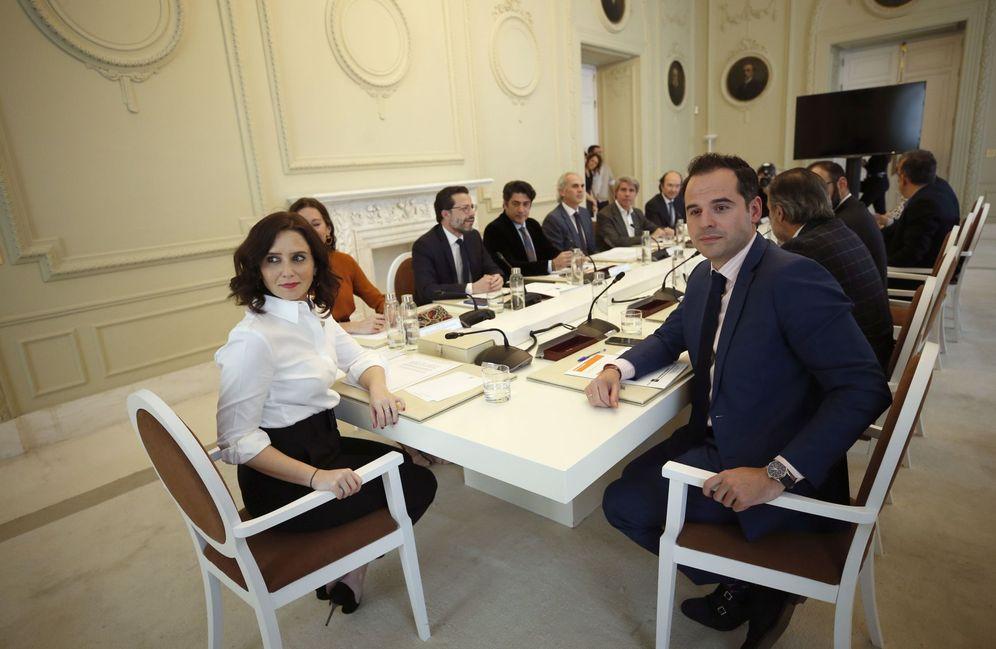 Foto: Reunión extraordinaria del Consejo de Gobierno por el coronavirus. (EFE)