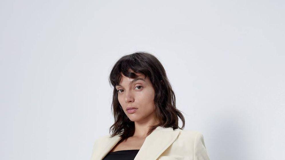 Foto: Sí, puedes estar cómoda y llevar un traje de chaqueta en casa como este de Zara (Cortesía)