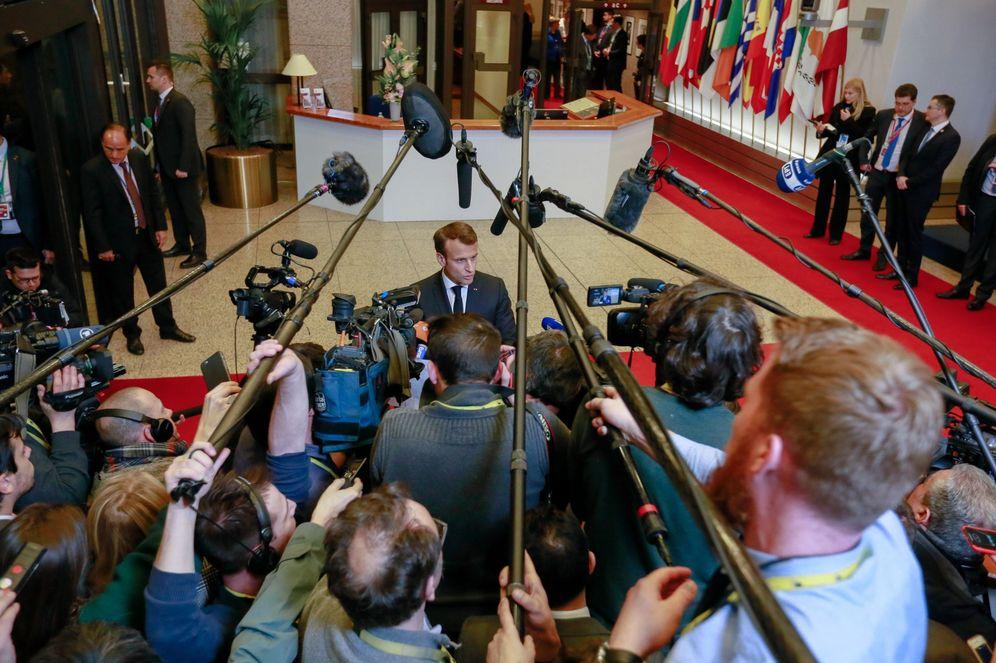Foto: El presidente francés, Emmanuel Macron (c), habla con la prensa tras una cumbre especial de la Unión Europea sobre el Brexit, en Bruselas. (EFE)
