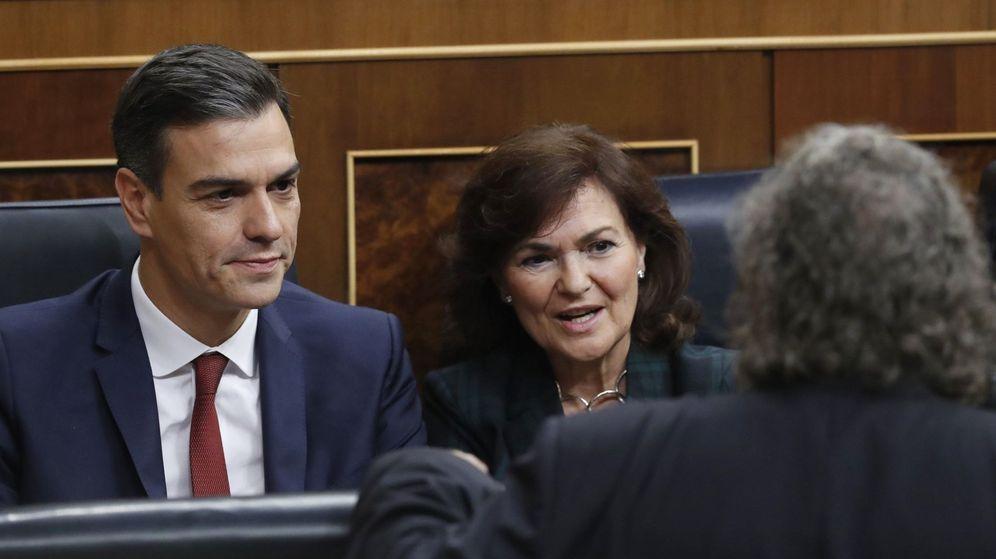 Foto: Pedro Sánchez, Carmen Calvo y Joan Tardà en el Congreso. EFE