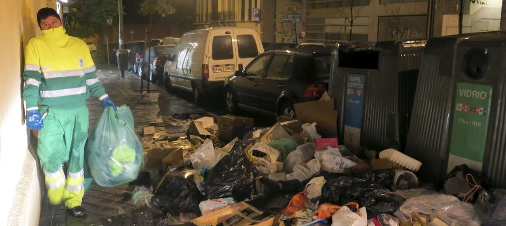 Foto: Una imagen de la huelga de basuras de noviembre de 2013 (Efe)