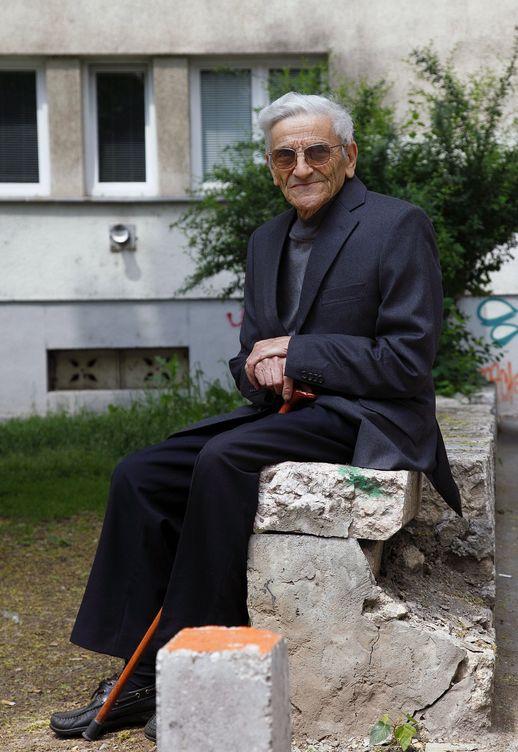 Foto: Moris Albahari, de 85 años, es uno de los cuatro sefardíes que hablan ladino en Sarajevo. (EFE)