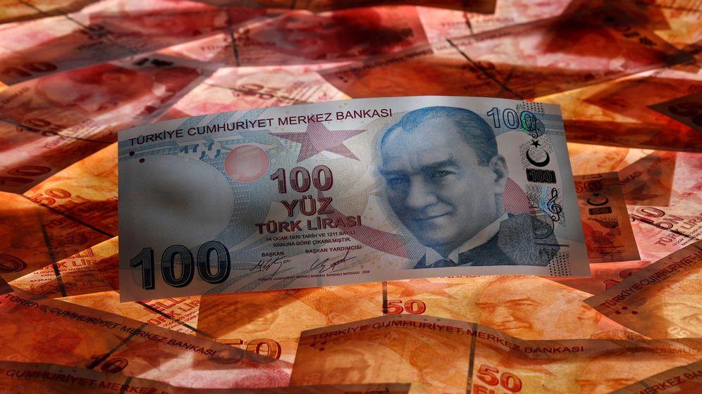 Foto: Un billete de la lira turca. (Reuters)