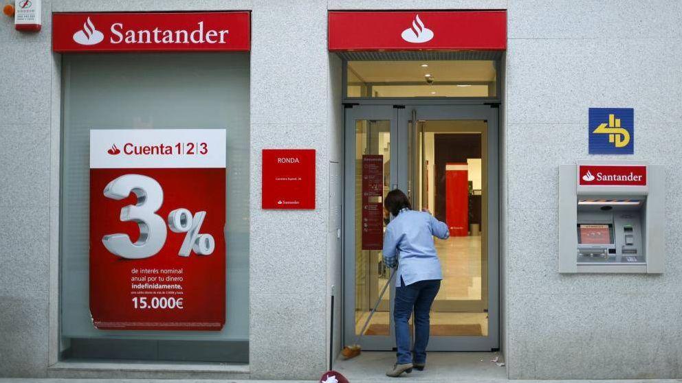 Banco Santander impone una comisión de 3 euros al mes para las tarjetas