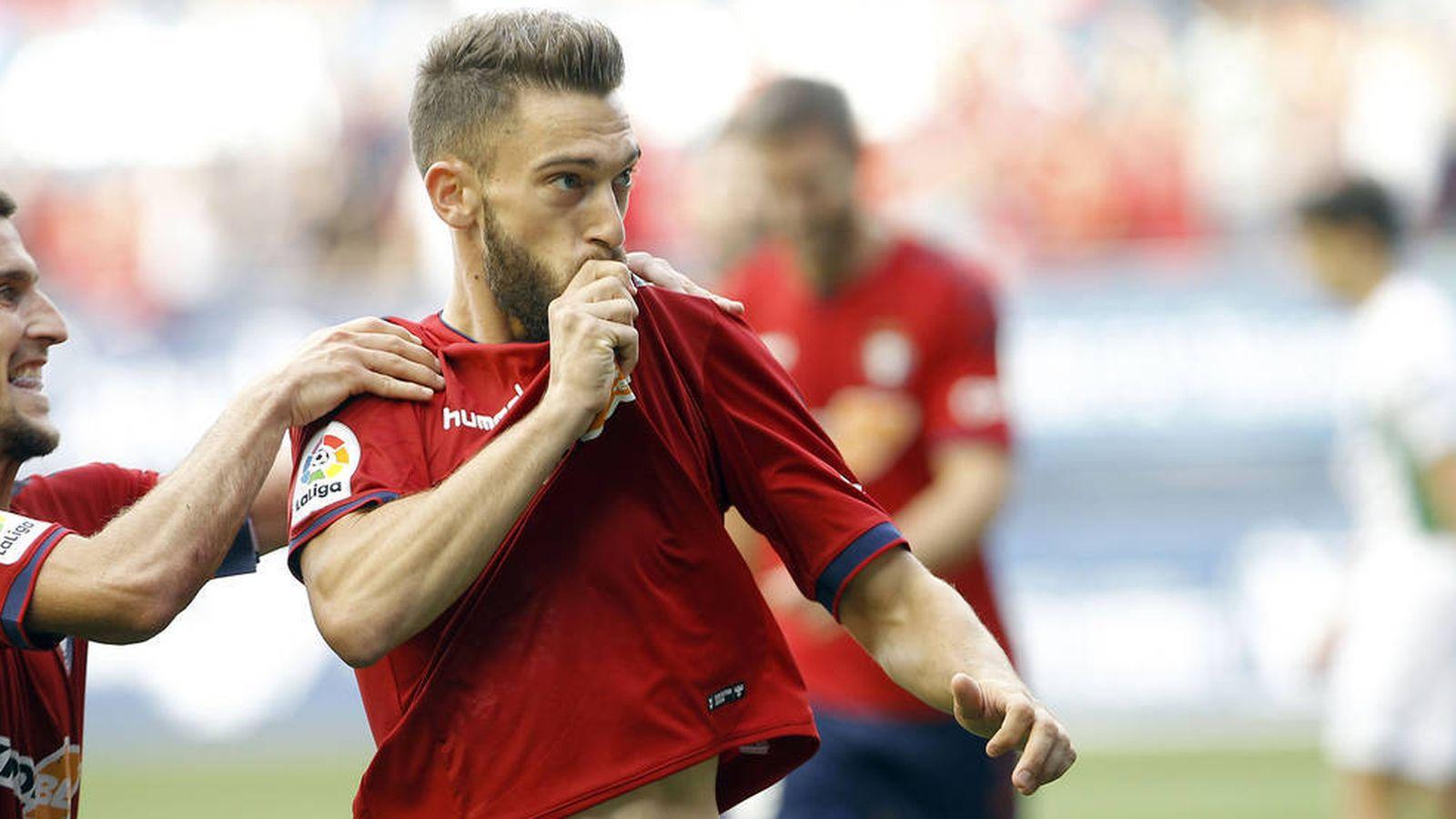 Foto: El navarro Roberto Torres celebra un gol de Osasuna en El Sadar. (EFE)