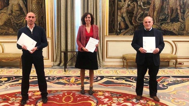 Luis Rubiales, Irene Lozano y Javier Tebas, tras la reunión en el Palacio de Viana. (Foto CSD)