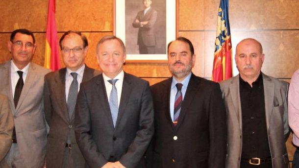 Foto: Imad al Naddaf, segundo por la derecha, en un encuentro en la Delegación del Gobierno de Valencia con otros líderes árabe-musulmanes.