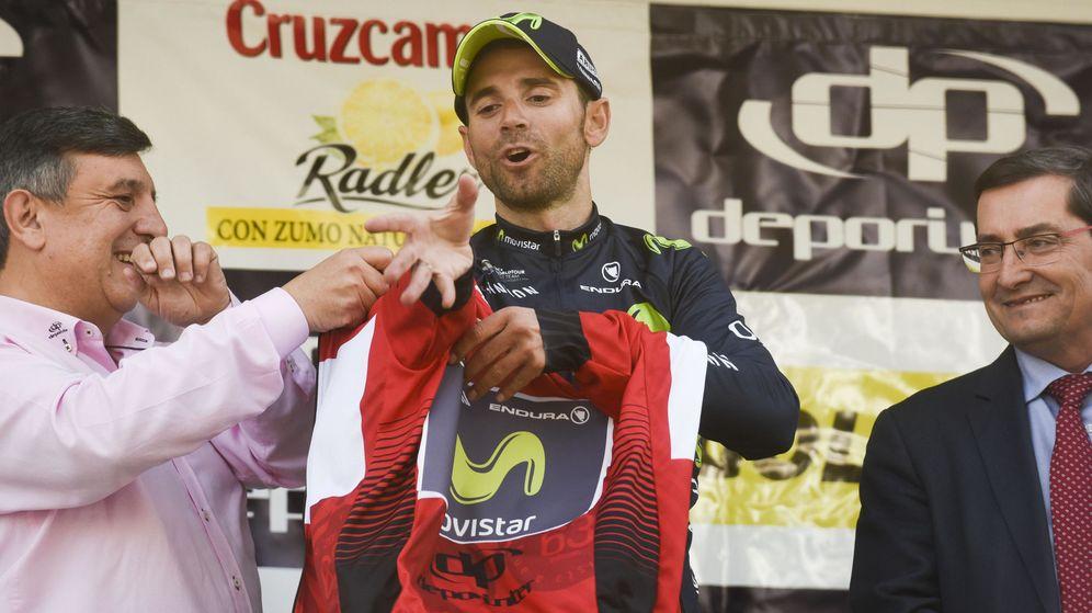 Foto: Valverde, con el maillot de líder (EFE)