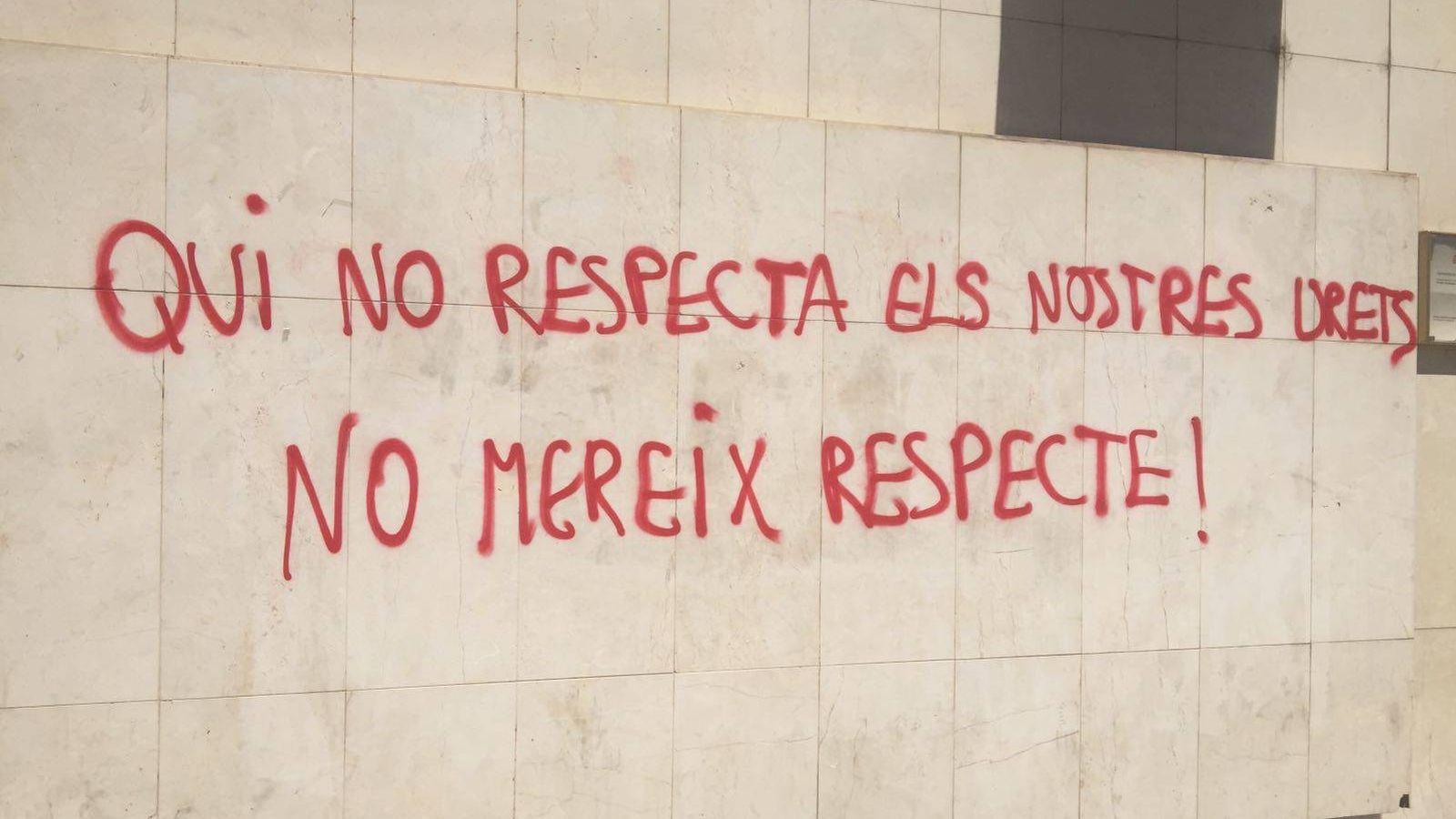 Foto: Imagen de la pintada en la sede de Ciudadanos de Lleida. (El Confidencial)
