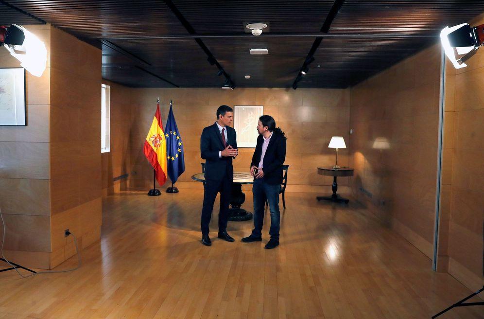 Foto: Pedro Sánchez, poco antes del arranque de su reunión con Pablo Iglesias, este 9 de julio en el Congreso. (EFE)