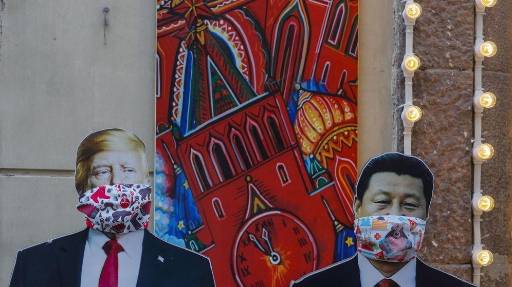 Foto: Figuras de Donald Trump y Xi Jinping en Rusia. (Reuters)