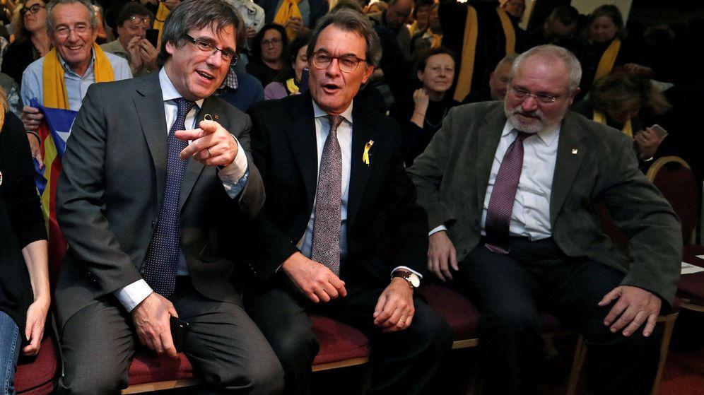 Foto: Puigdemont junto con Artur Mas. (EFE)