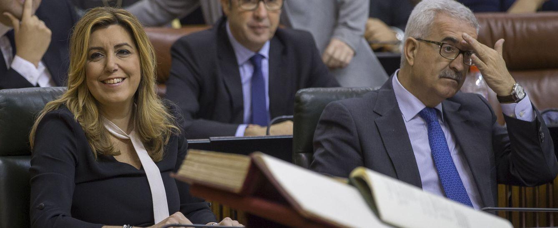Susana Díaz y su vicepresidente, Manuel Jiménez Barrios, en el Parlamento andaluz el pasado 22 de diciembre. (EFE)