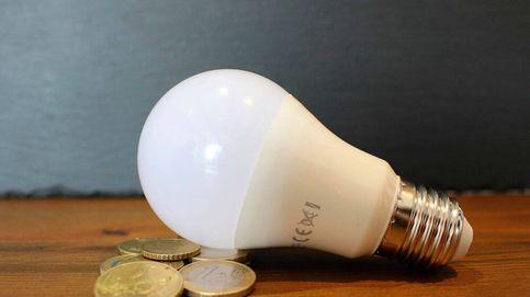 Una presidenta de una comunidad aconseja a sus vecinos cómo ahorrar luz