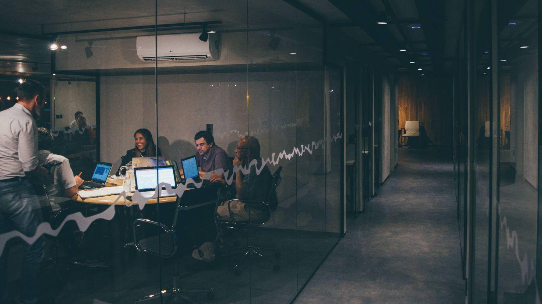 Reunión en la oficina. (Unsplash)