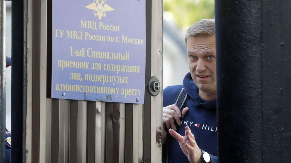 Foto: El opositor político ruso Alexéi Navalni saliendo de prisión, en una foto de archivo. (EFE)