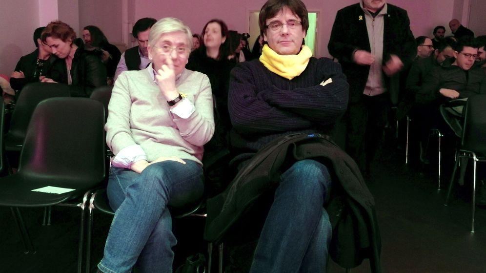 Foto: El expresidente catalán Carles Puigdemont y la exconsejera Clara Ponsatí. (EFE)