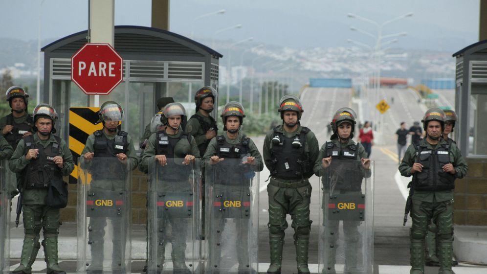 Foto: Miembros de la Guardia Nacional Bolivariana en la frontera con Colombia, el 8 de febrero de 2019. (Reuters)