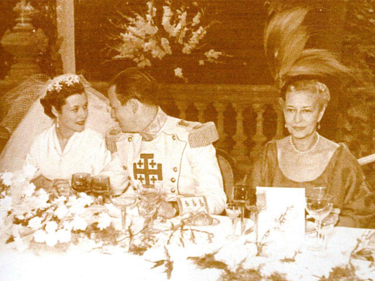 Foto: María Victoria Sans Acevedo y José María de Quadras, el día de su boda. (Archivo familiar)