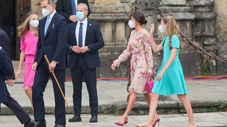 Los reyes y sus hijas llegando a la Plaza del Obradoiro. (Limited pictures)