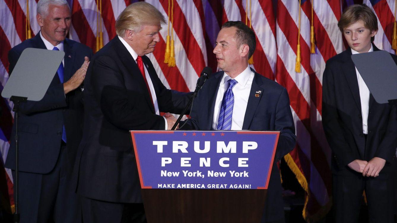 Foto: Tras conocerse la victoria, Donald trump estrecha la mano de Reince Preibus, que podría aceptar un cargo en su Gobierno (Reuters)