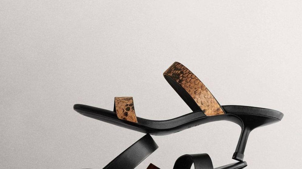 Foto: Las sandalias de tacón sensato de Massimo Dutti. (Cortesía)