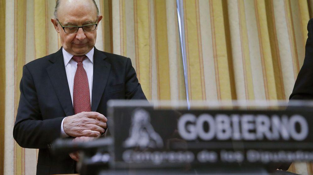 Foto: El ministro de Hacienda, durante su última comparecencia en la Comisión de Hacienda del Congreso. (EFE)