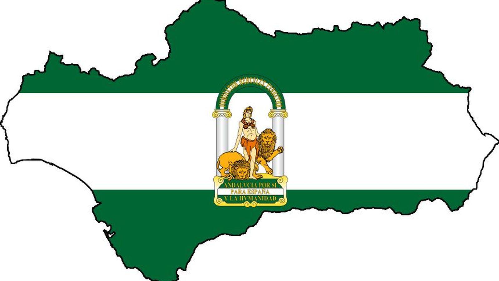 Foto: Bandera de Andalucía superpuesta sobre el contorno de la Comunidad Autónoma (CC)