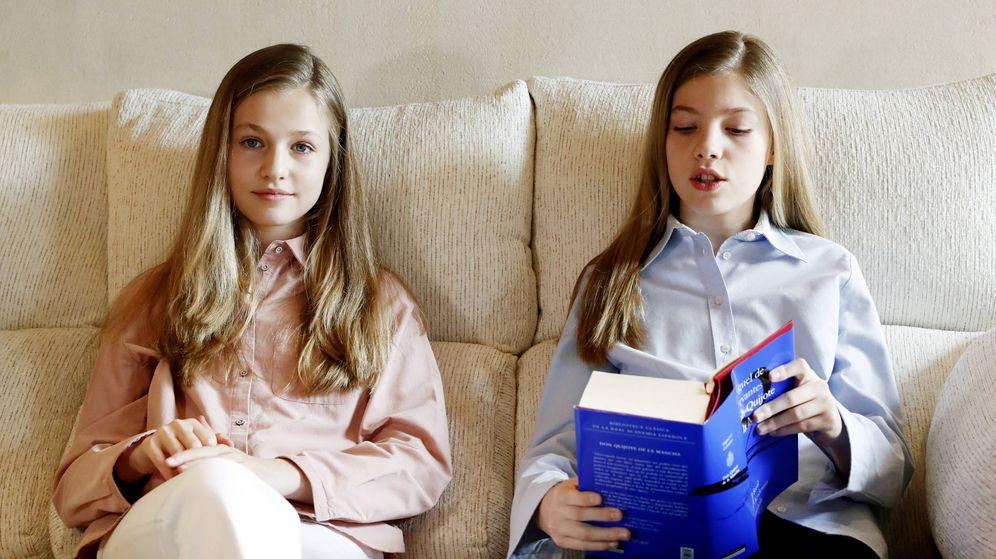 Foto: Leonor y Sofía, durante la lectura. (CR)
