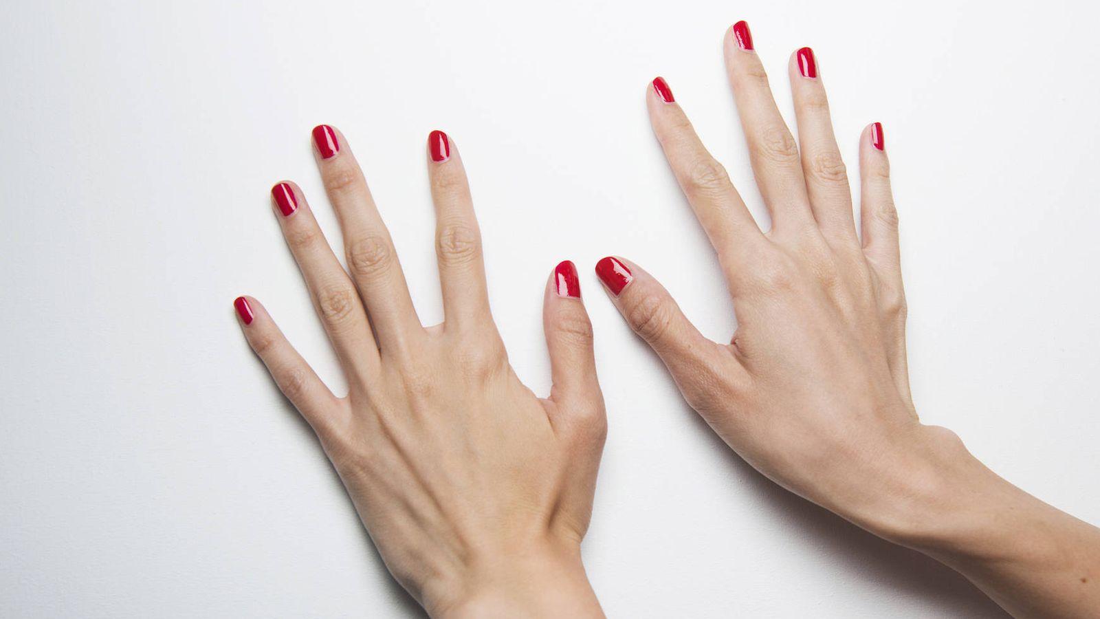 MANICURA  Manicura en casa  cómo hacer que tu esmalte aguante toda la semana c17a21a9fc26