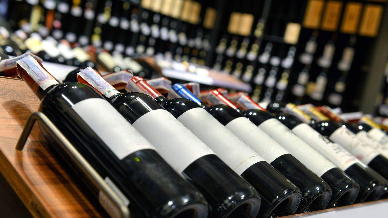 Foto: El hueco que hay bajo las botellas de vino tiene su utilidad. (iStock)