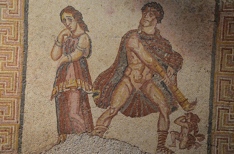 Foto: Mosaico de la Villa Torre de Palma donde aparece Hércules, a la derecha. Puede verse en el Museo Nacional de Arqueología de Lisboa (CC/Flickr/Carole Raddato)