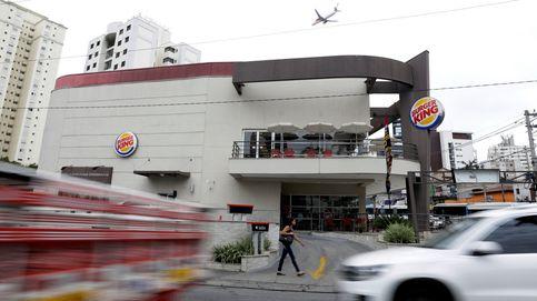Un coche fúnebre para en el Burger King para cumplir el último deseo del finado