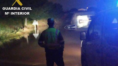 El rescate de dos coches atrapados por el agua (no todo es coronavirus)