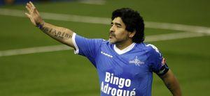 Maradona reaparece en el partido homenaje a Cáceres y marca dos goles