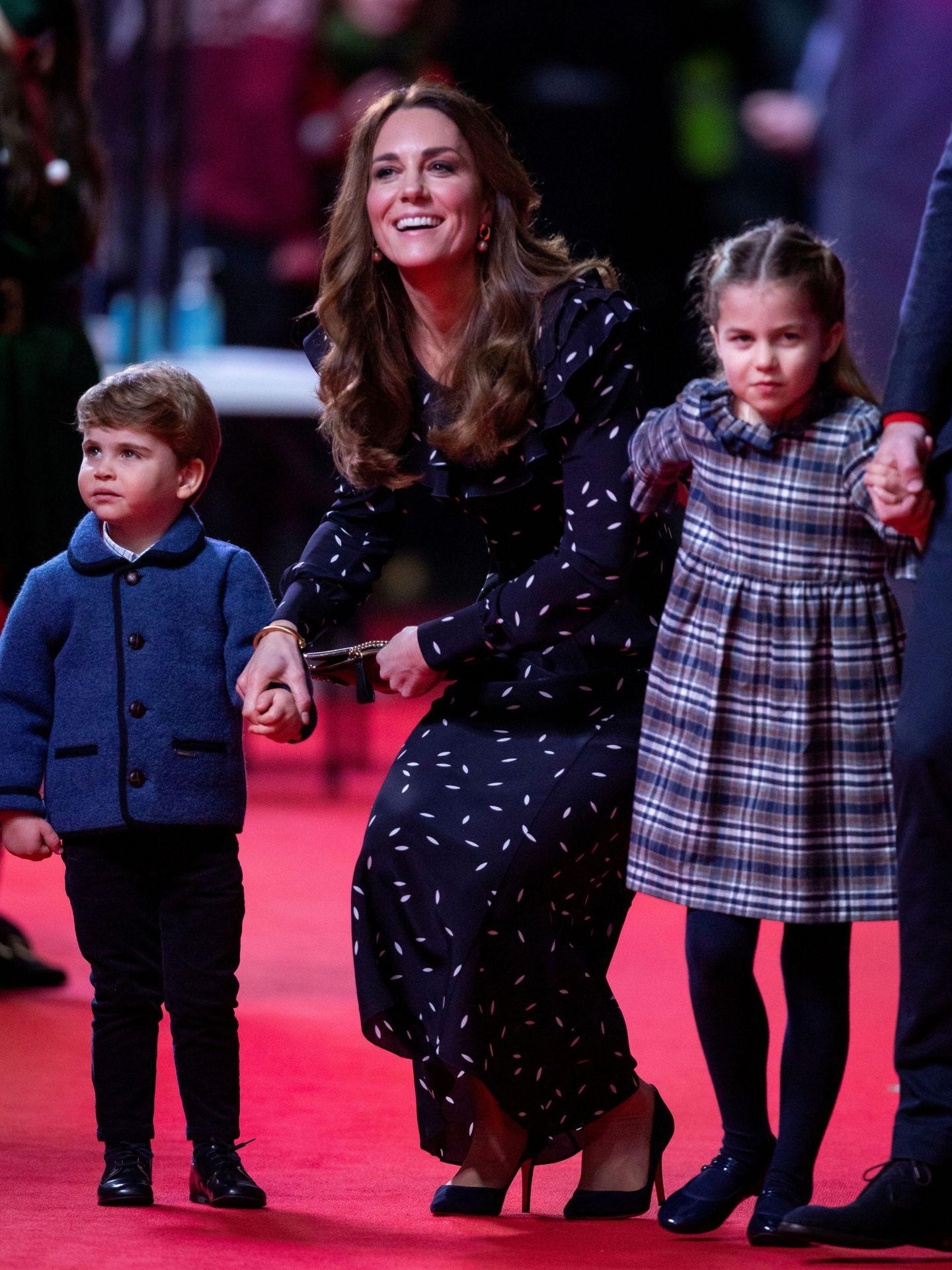 Kate Middleton, con Louis y Charlotte en una imagen de archivo. (Reuters)