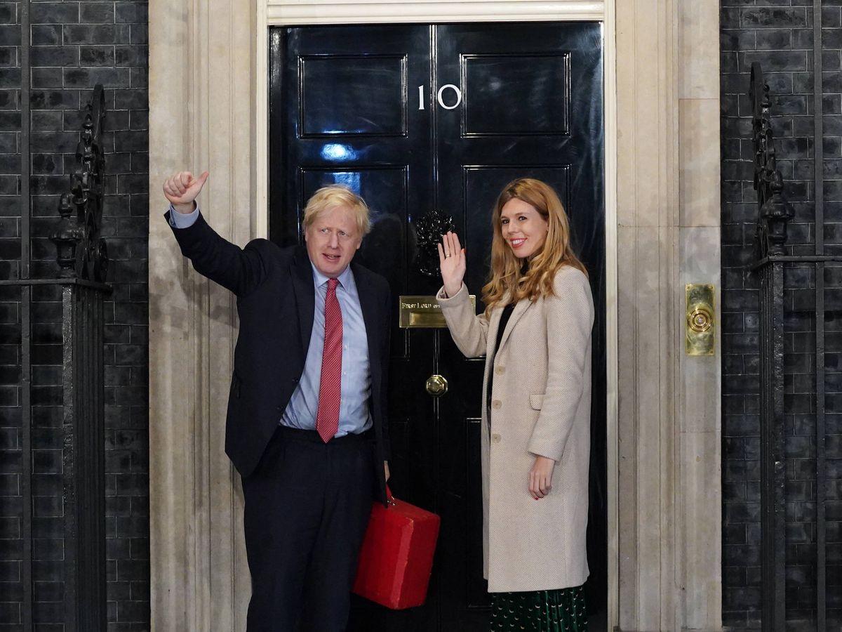 Foto:  Boris Johnson y su pareja Carrie Symonds, en Downing Street. (Getty)
