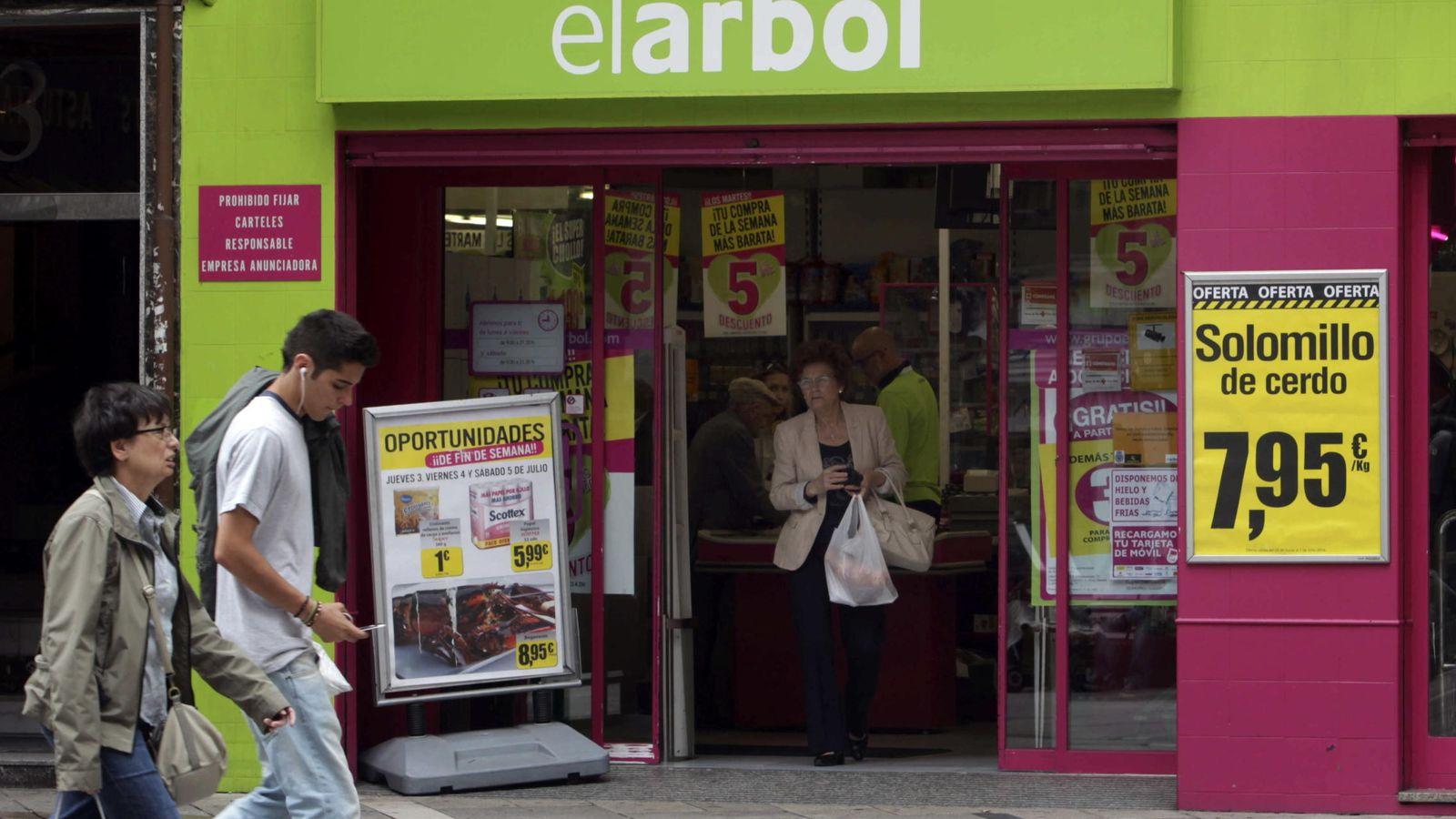 Foto: DIA compró los supermercados El Árbol por un euro en 2014. (EFE)