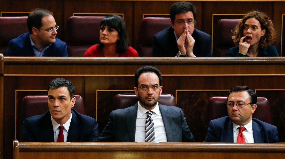 Foto: En la imagen, Pedro Sánchez con parte de su equipo: Óscar López, Antonio Hernando, Meritxell Batet y César Luena. (EFE)