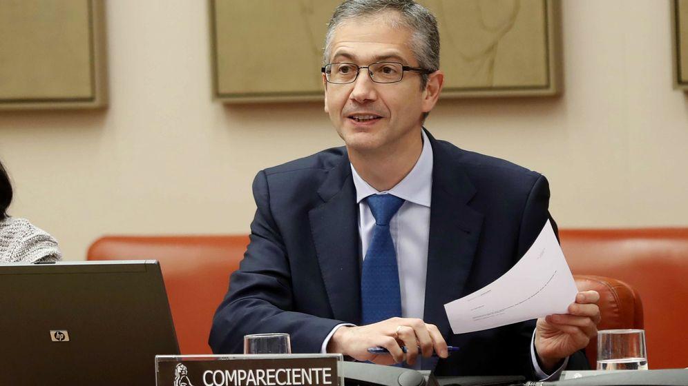 Foto: El gobernador del Banco de España, Pablo Hernández de Cos, comparece en la Comisión de Economía y Empresa del Congreso. (EFE)