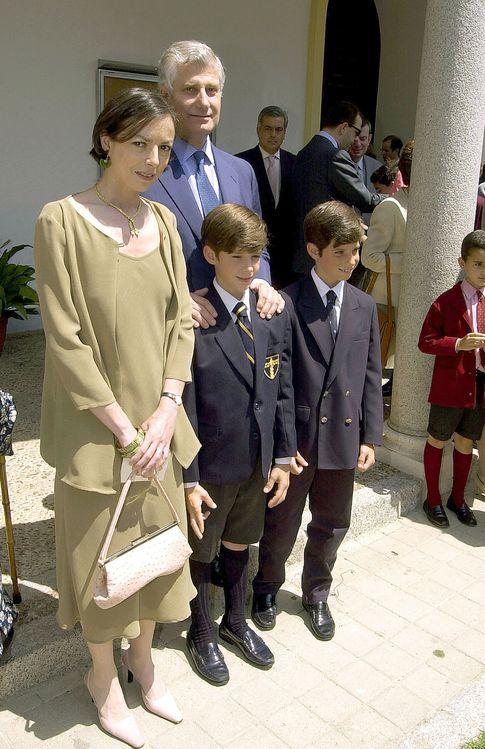 Carlos junto a su exmujer y dos hijos (Gtres)