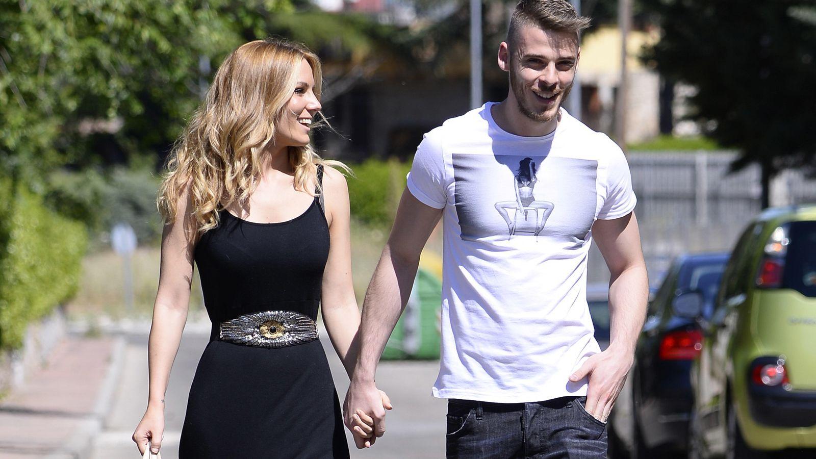 Foto: David de Gea, con su novia, la cantante Edurne, paseando por Madrid
