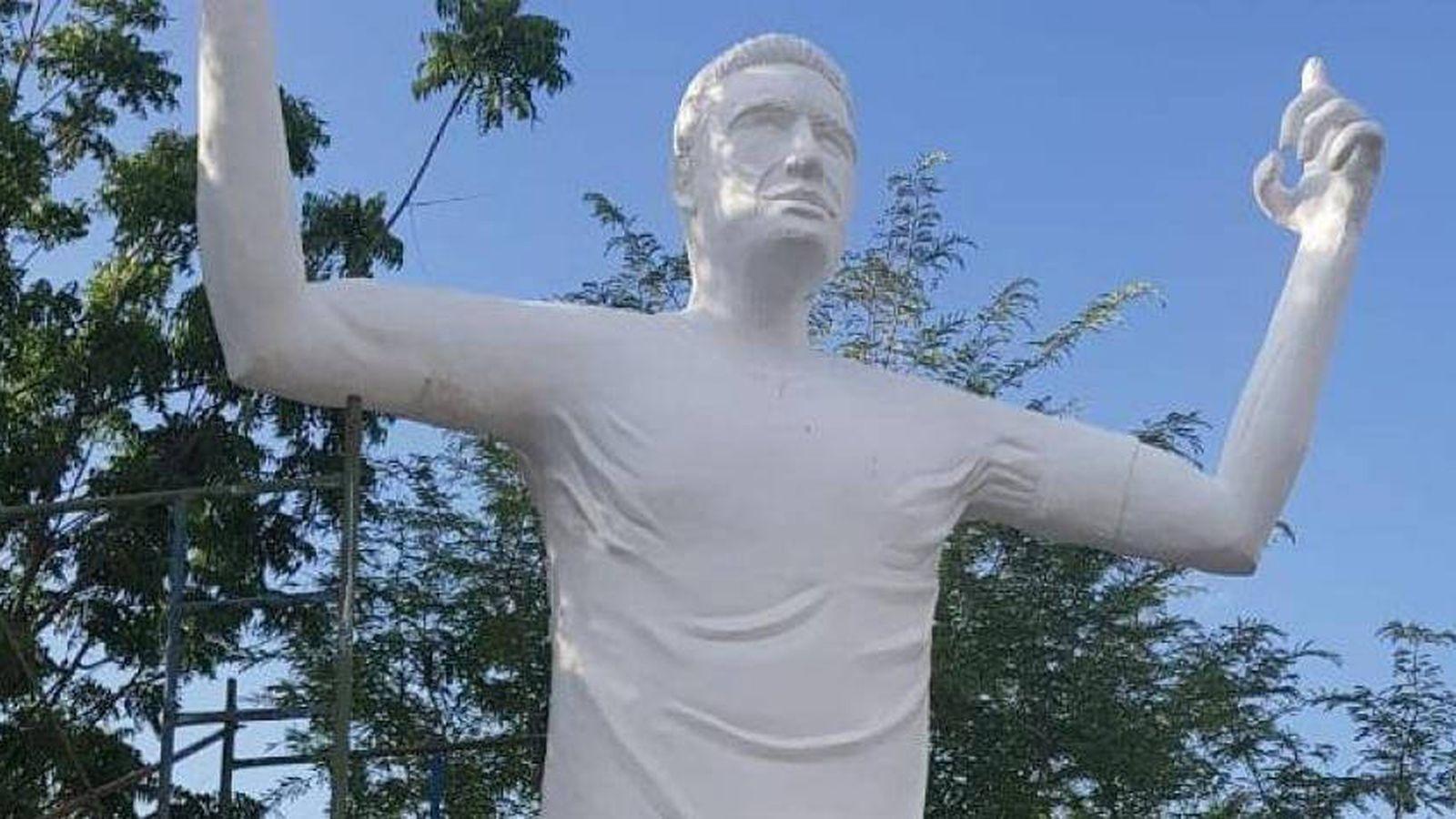Foto: Estatua a Falcao en Santa Marta, Colombia