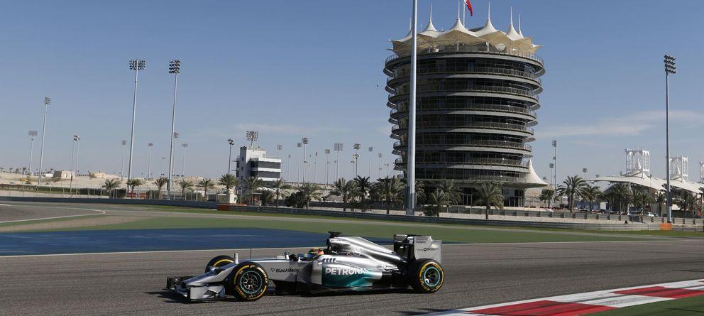 Fernando Alonso es el más rápido del viernes en Bahrein... Mercedes aparte