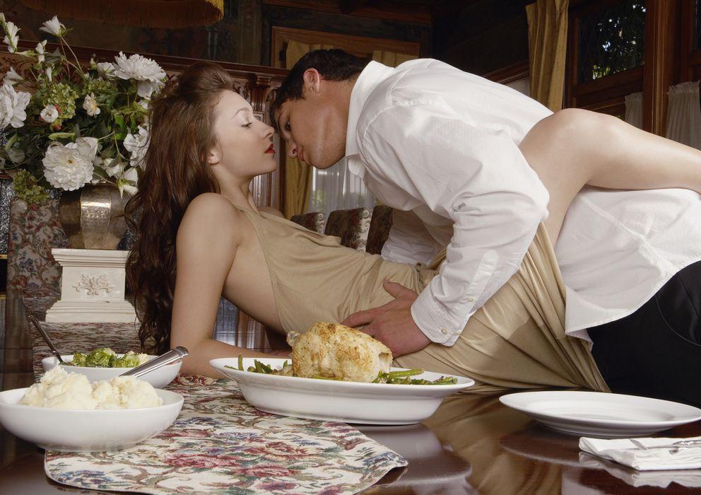 Foto: Los últimos estudios vinculan la vida sexual activa con los sueldos altos. (Corbis)