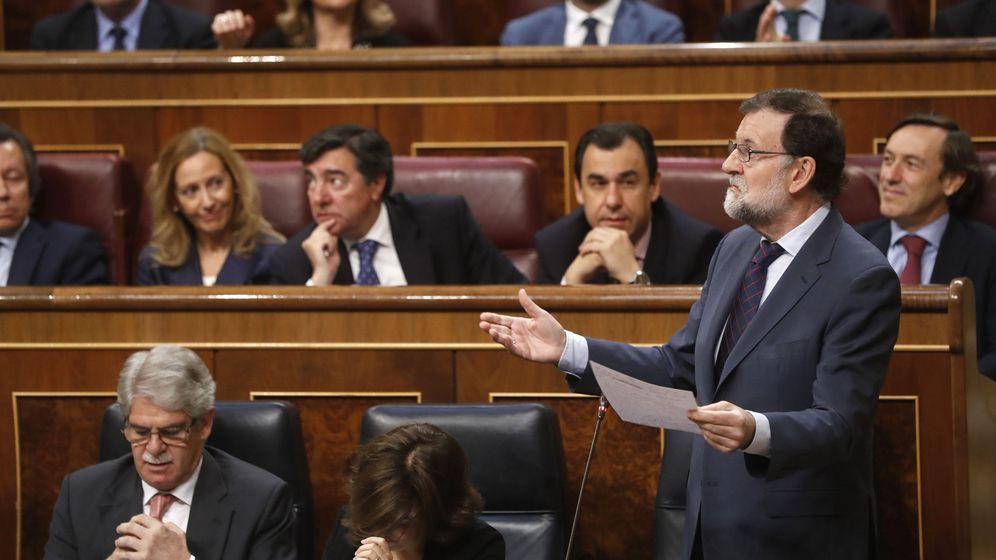 Foto: El presidente del Gobierno, Mariano Rajoy, interviene en una sesión de control al Ejecutivo. (Efe)