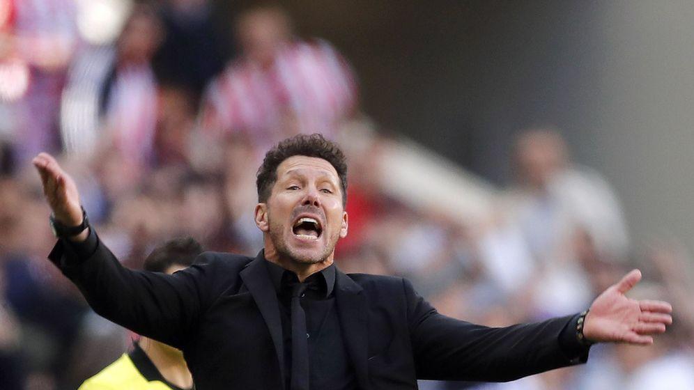 Foto: Diego Simeone en el Atlético - Valladolid del Wanda. (EFE)