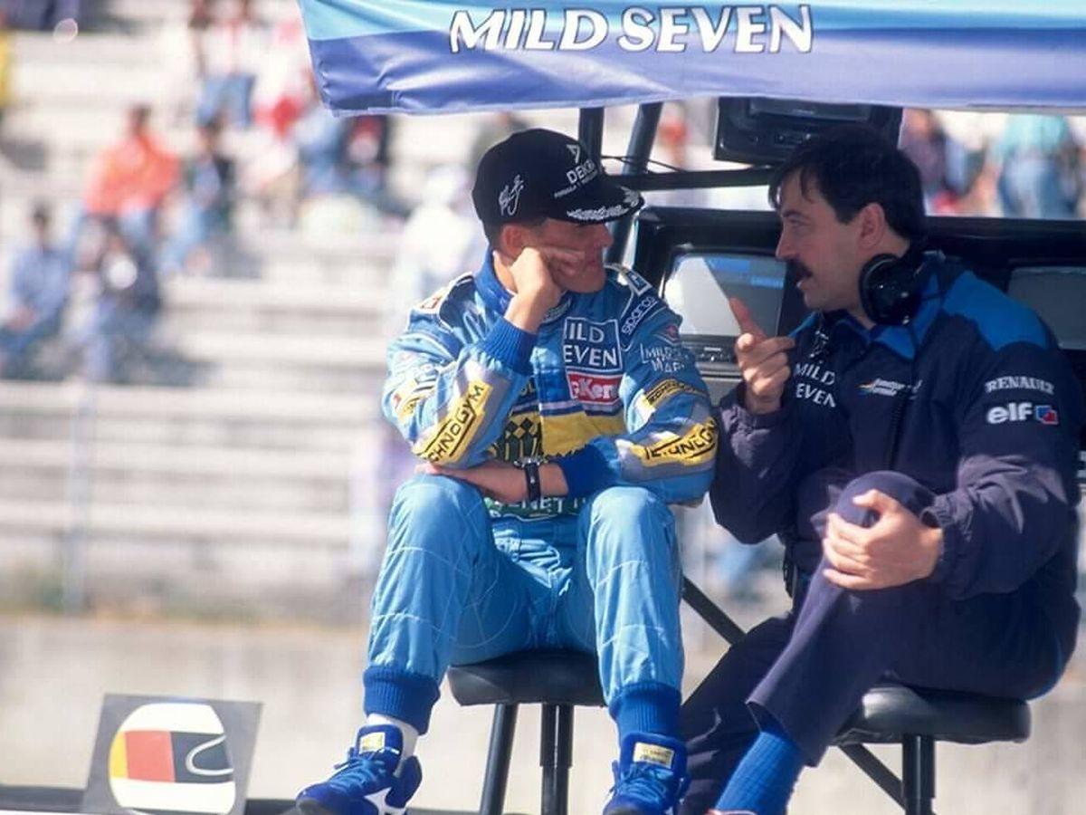 Foto: Joan Villadelprat, con Michael Schumacher en los tiempos de Benetton (Joan Villadelprat)
