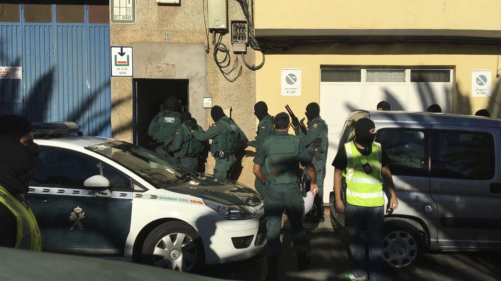 Foto: Operación antiyihadista en Vecindario. (EFE)