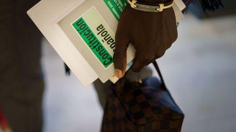 Regularizar a 500.000 'sin papeles' elevaría los ingresos en 1.750 millones al año